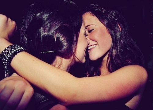 couple-cute-girl-kiss-lesbian-Favim.com-223386