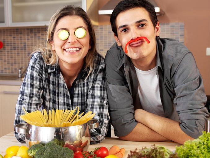 Resultado de imagen para cocinar pareja
