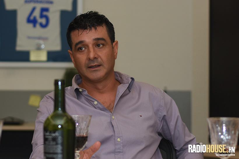 Diego Vásquez nos contó su experiencia en la tragedia del Estadio Nacional acompañado de un vino muy especial.