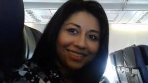 Hondureña entrevistada en avion