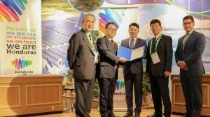 Presidente de la Federación Económica de Kansai, Masayoshi Matsumoto_ Ministro de Economía e Industria de Japón, Hiroshige Seko_ Gobernador de la Prefectura de Osaka, Ichiro Matsui