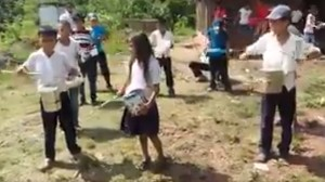 Latas_niños_desfile_Honduras