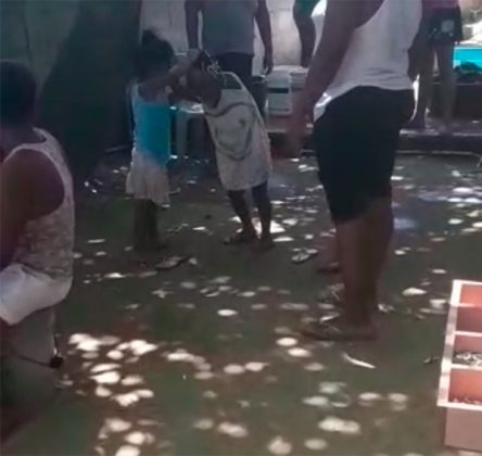 Niñas-pelea-Honduras-1-1-444x420