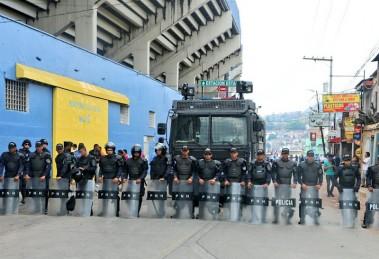 Olimpia_Motagua_Policiaa