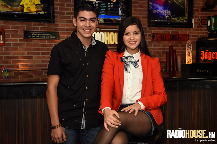 presentadores-victoria-y-cesar-radiohouse-9