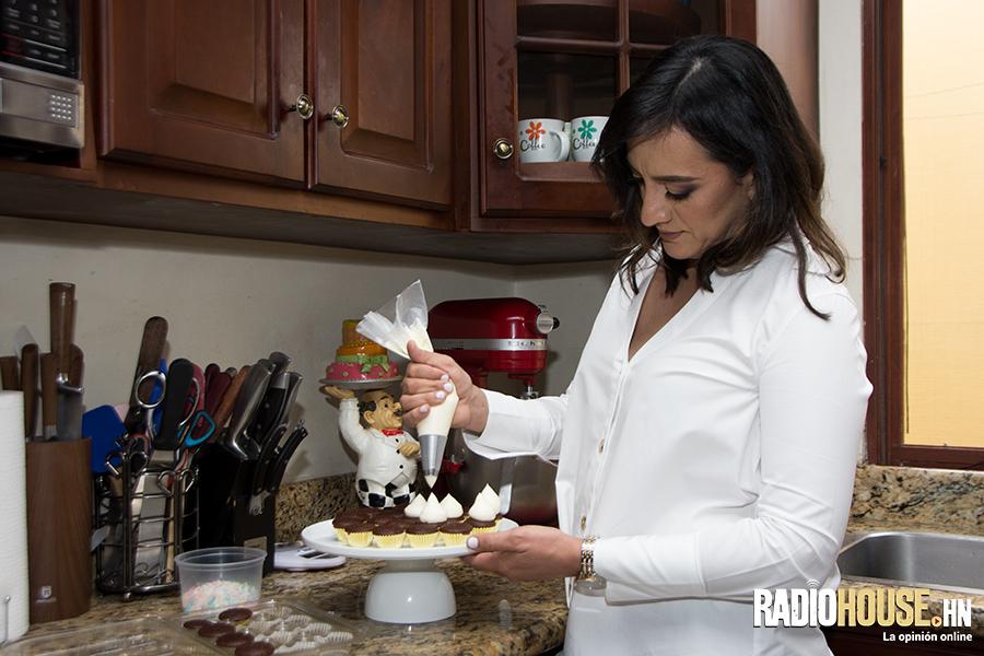 jenny-amaya-cupcakes-garden-radiohouse-9